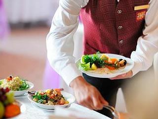 Робота офіціантом в ОАЕ