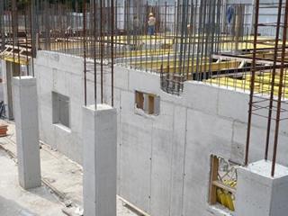 На великий будівельний об'єкт в Африку потрібно монолитчик