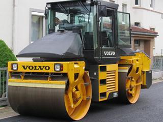 На великий будівельний об'єкт в Африку потрібен машиніст дорожнього катка