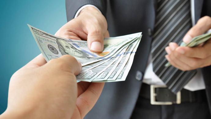 Оплата праці за кордоном
