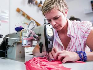 Работа швей в Литве на производстве одежды