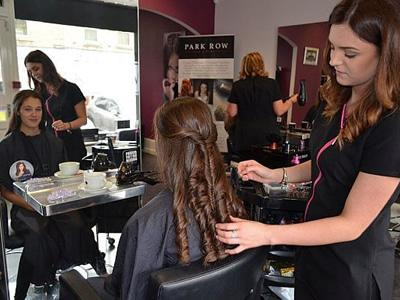 Вакансія для перукаря в Латвії
