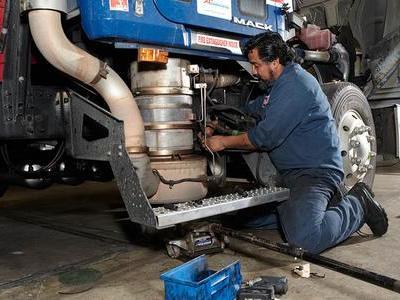 Вакансія для автомеханіка вантажних автомобілів на СТО в Литві