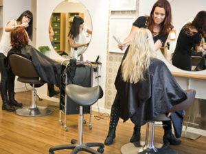 Работа парикмахера в салон красоты в Литве