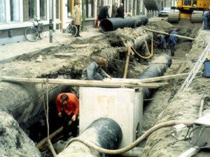 Экскаваторщик для прокладки канализации в Чехии