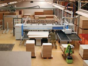 Столяр мебельный комбинат в Швеции
