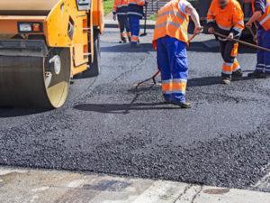 Работа дорожного рабочего в Литве