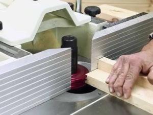 Робота верстатника на фрезерний верстат в Естонії