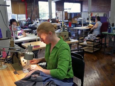 Работа для швеи на пошив мужской одежды в Литве