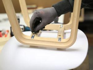 Работа на фабрику для изготовления деревянных стульев в Латвии
