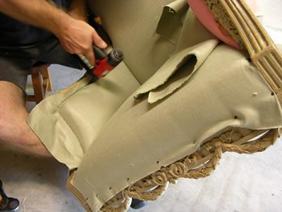 Вакансия для обивщика мягкой мебели на заводе в Германии