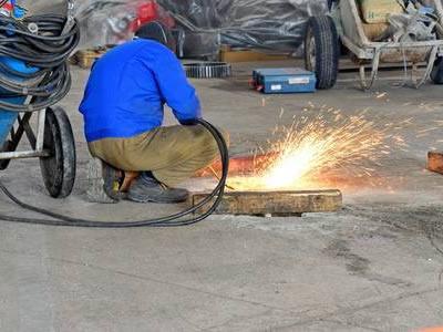 Вакансия для газосварщика на производстве в Латвии