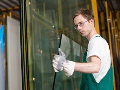 Вакансия для стекольщика на производстве в Эстонии