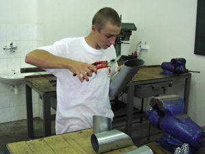 Работа для жестянщика на производстве в Швеции
