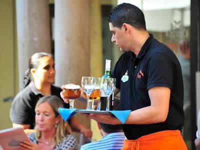 Вакансия для бармена-официанта в Литве