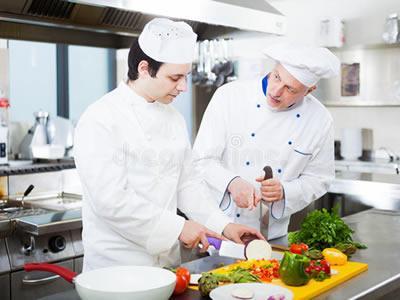 Вакансія для помічника кухаря ресторану при готелі в Чехії