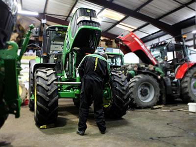 Вакансия для специалиста по ремонту и техническому обслуживанию тракторов в Литве