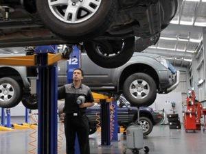 Робота на СТО і в автомагазині