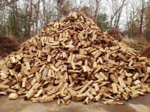 Работа по упаковке дров
