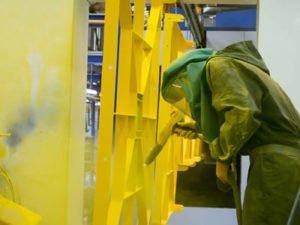 Робота маляром по металу на виробництві