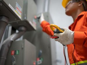 Робота для електрика на виробництві