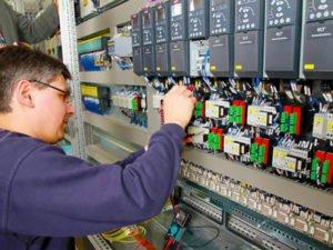 Работа электротехника на производстве