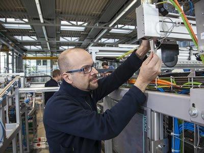 Вакансия для электромонтера на производстве в Германии