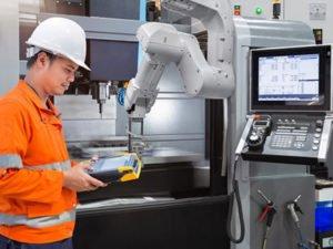 Работа на фабрике по обслуживании автоматизированных станков