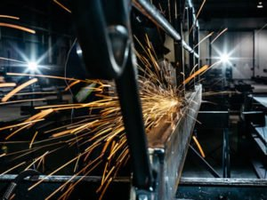 Работа для слесаря - монтажника металлоконструкций на производстве