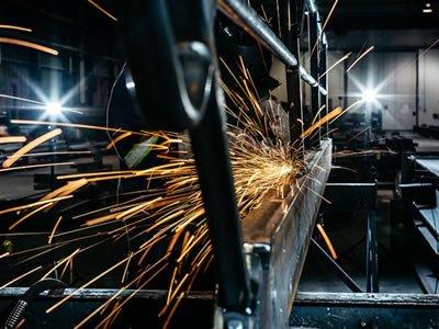 Вакансия для слесаря — монтажника металлоконструкций на производстве в Эстонии