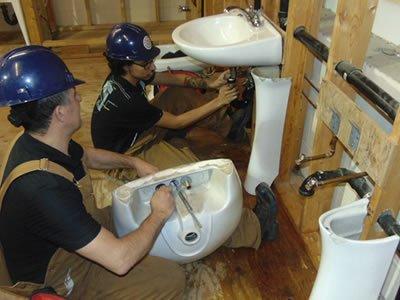 Вакансия для слесаря-сантехника на строительстве в Литве