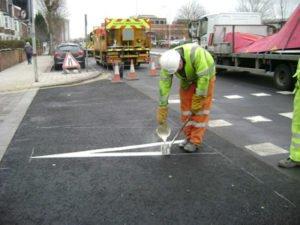 Робота по установці знаків і нанесення розмітки на дорогах