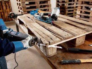 Робота на складі по ремонту дерев'яних піддонів