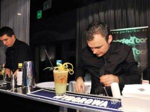 Работа бармена и официанта в отеле премиум класса