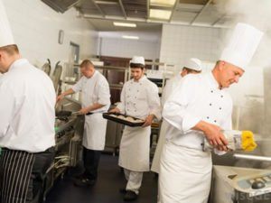 Рабта повара, работника на кухни отеля премиум класса