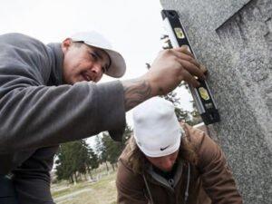 Робота для майстра по установці надгробних пам'ятників