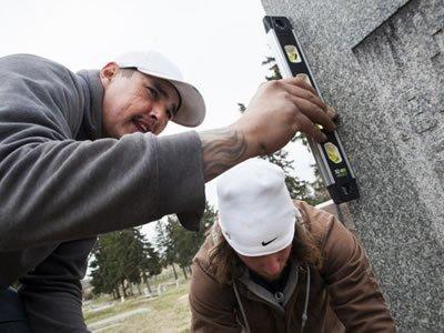 Вакансія для майстра по установці пам'ятників в Чехії