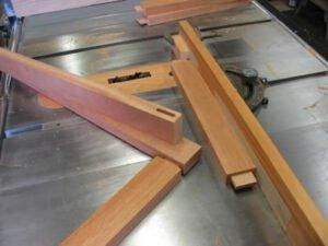 Работа столяра на производстве по изготовлению деревянных заготово
