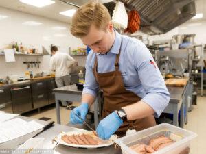 Работа для помощника на кухне