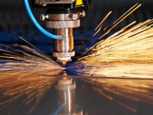 Робота для різальника металу на виробництві